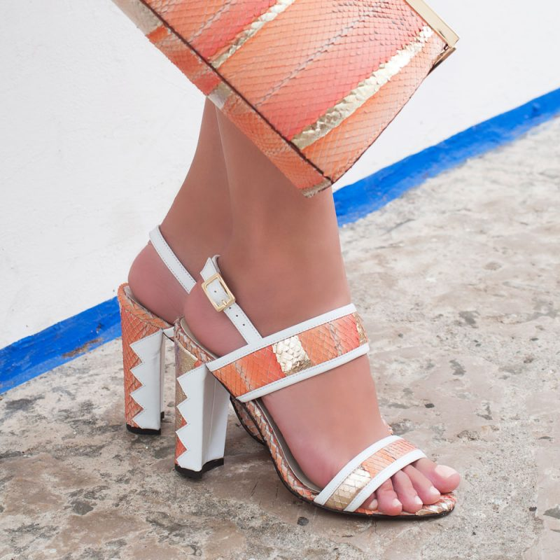 7019-Oia- diamante-gold-sandals-white-salmon-leather-model